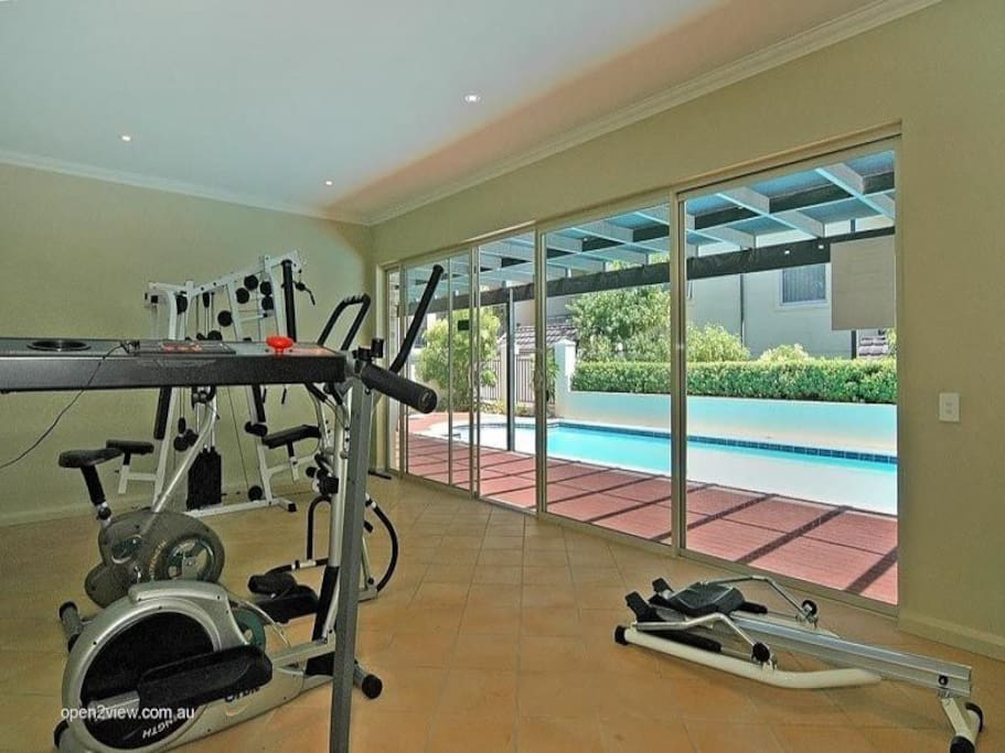 Family business friendly fully furnished condominiums for Beds joondalup