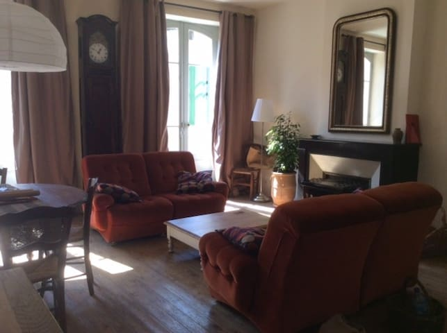 Grand Appartement Le34 avec balcon - Lauzerte - Huoneisto