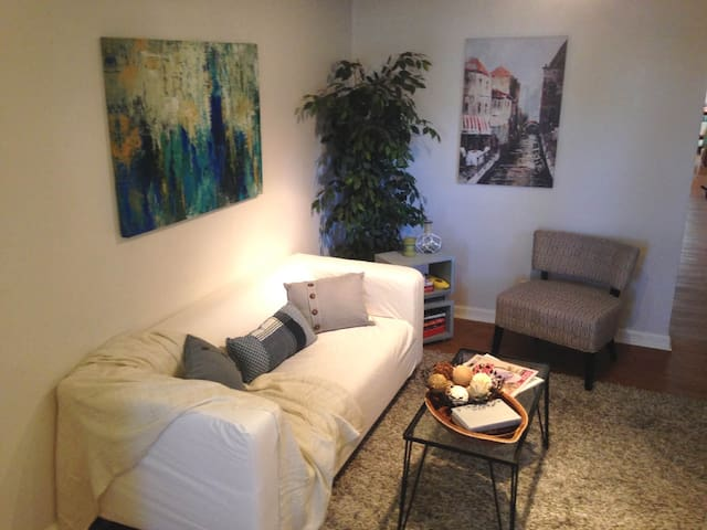 Clean 1BR Midtown Apt w/ Parking Walk Everywhere - Sacramento - Wohnung