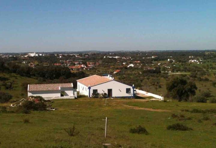Alojamento em CHARMOSA QUINTA À ENTRADA DE ÉVORA