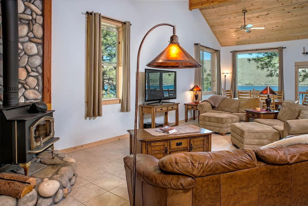 Living room of the Shoreline offers plenty of comfortable seating and a huge TV to enjoy all of your shows