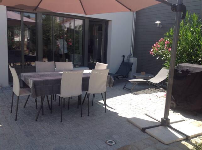 Maison neuve style atelier - La Rochelle - Casa