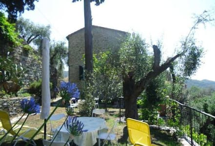 Lovely country house with garden - Praelo - Ev