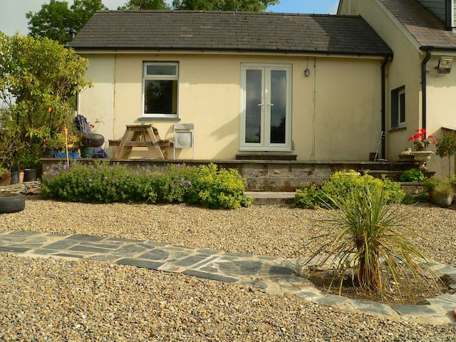 Dove Cottage - with mountain views near the sea - pembrokeshire - Byt