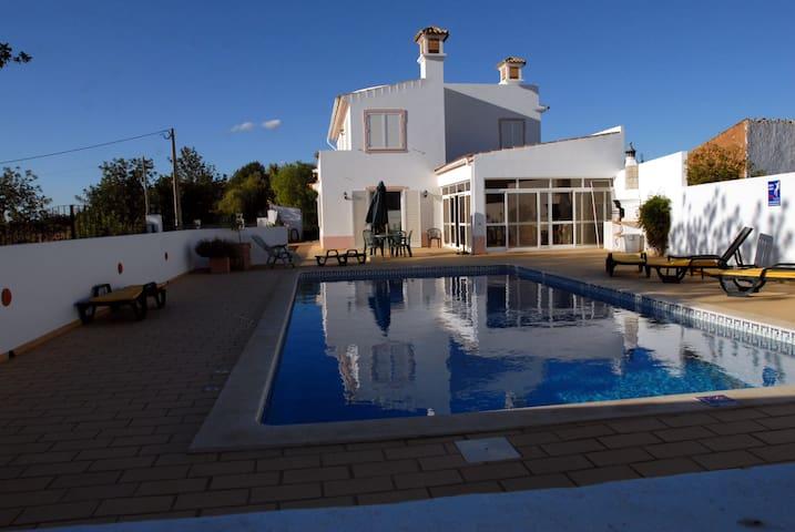 Spacious peaceful villa with pool - Santa Barbara de Nexe - Villa