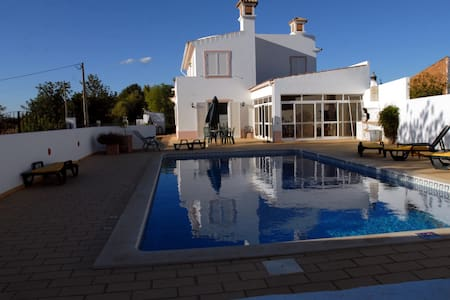 Spacious peaceful villa with pool - Santa Barbara de Nexe - Вилла