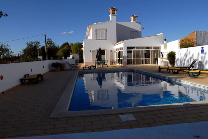 Spacious peaceful villa with pool