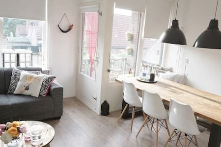 Modern apartment, 1hr from A'dam - Byt