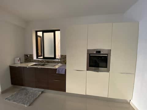 Beautiful and spacious 2 double bedroom apartment