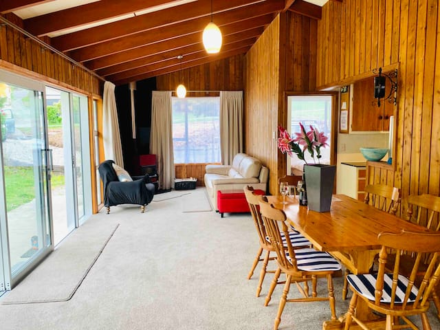 Warm and Sunny Cosy Cottage-Perfect Summer Holiday