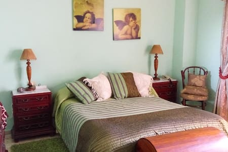 Room with double bed, terrace and private bathrom - Los Realejos - Hus