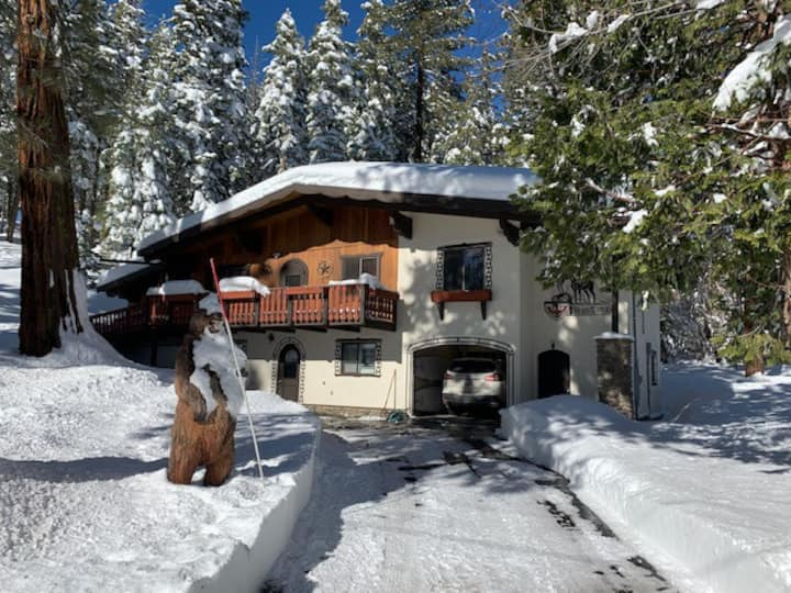 1 bdr, Magical setting, ski, hike out of your door