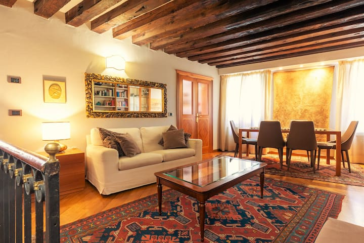 FOSCARI SUITE in the HEART of VENICE-RIALTO