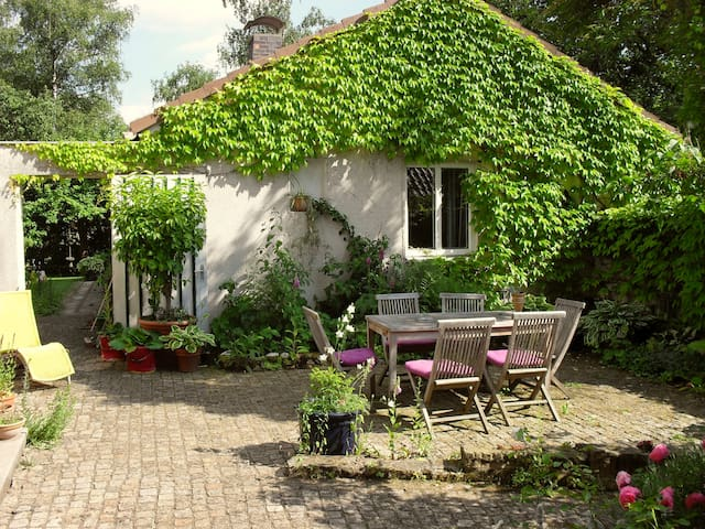 Cosy Room, Romantic Garden - Coburg - House