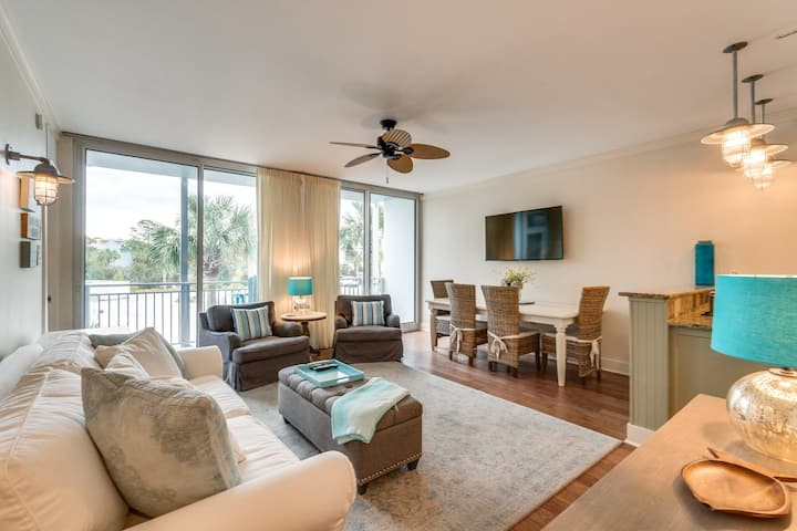 Adorable condo on the Gulf near shopping, dining, and the beach!