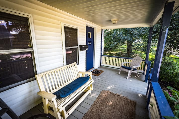 Cozy PSU Cottage - walk to campus - State College - House