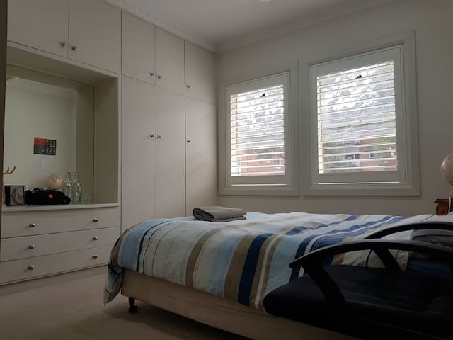 Clean Master Room with ensuite, at a bargain!
