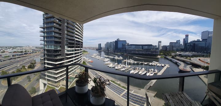 Water front apartment with alot of extras