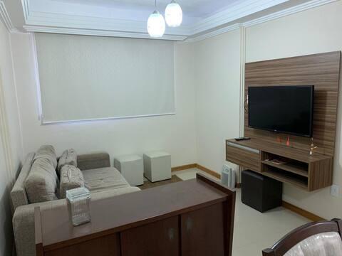 Apartamento com muito conforto, e bem localizado.