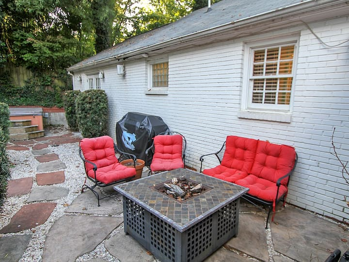 Backyard Oasis w/Spa & Firepit close to Uptown