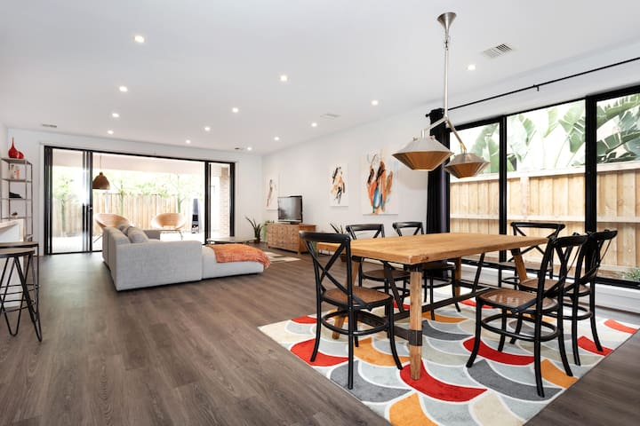 Charming Designer's House in Point Cook
