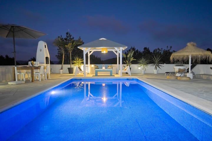 LA BRISE VILLA wifi, private swimmingpool, aircon