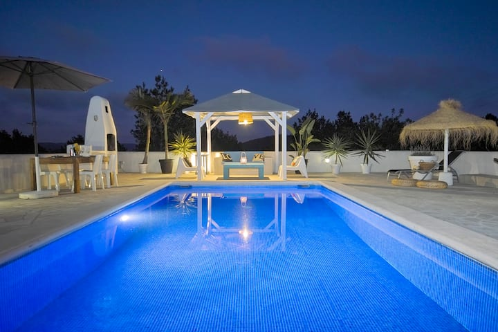 LA BRISE VILLA wifi, private swimmingpool, aircon