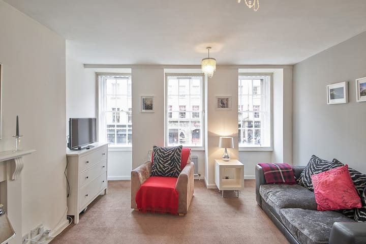 Central 1BR apartment in the heart of the city