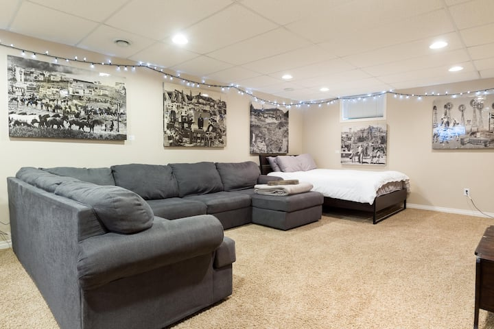 Bright basement suite great area close to Downtown