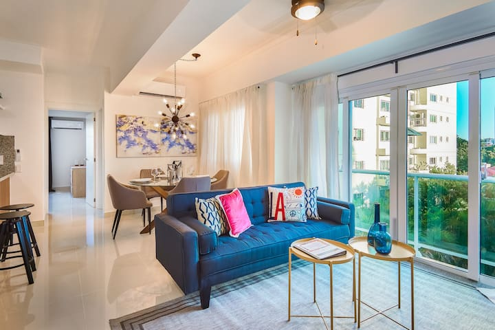 Luxury-City view-A/C-Wifi-SmartTV-cable-SDQRENTALS