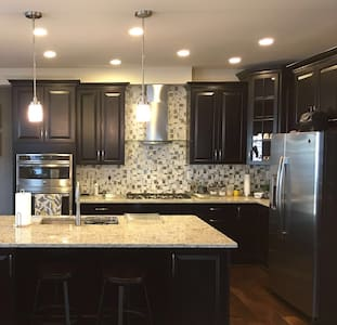 Clean Modern Home in Ashburn VA - Sterling