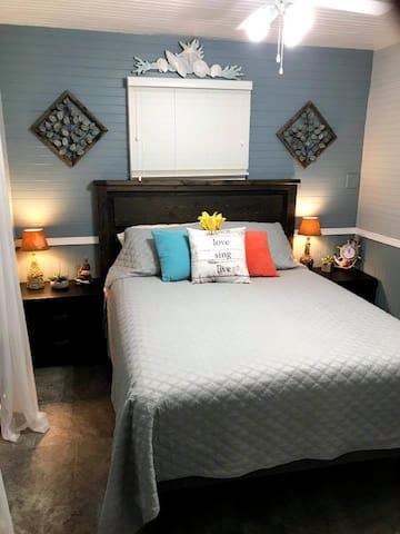 1st bedroom-queen
