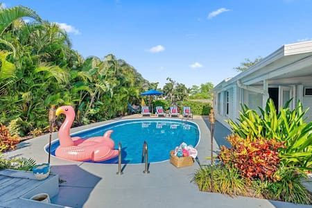 *** WEEKLY & MONTHLY DISCOUNTS ***   VILLA TROPICANA BY DIGSIFY   NEAR PGA   CALM RETREAT   PRIVATE HEATED POOL   BEACHES   KING BED   SELF CHECK-IN   FREE PARKING