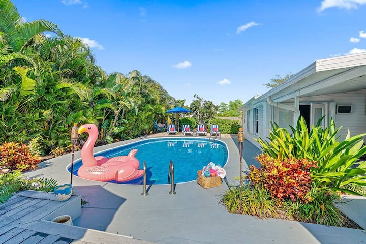 *** WEEKLY DISCOUNT *** | VILLA TROPICANA (DIGSIFY) | RAPIDS WATER PARK | PRIVATE HEATED POOL | BBQ | BEACHES | KING BED | SELF CHECK-IN | FREE PARKING | NEAR PGA & PALEY INSTITUTE |