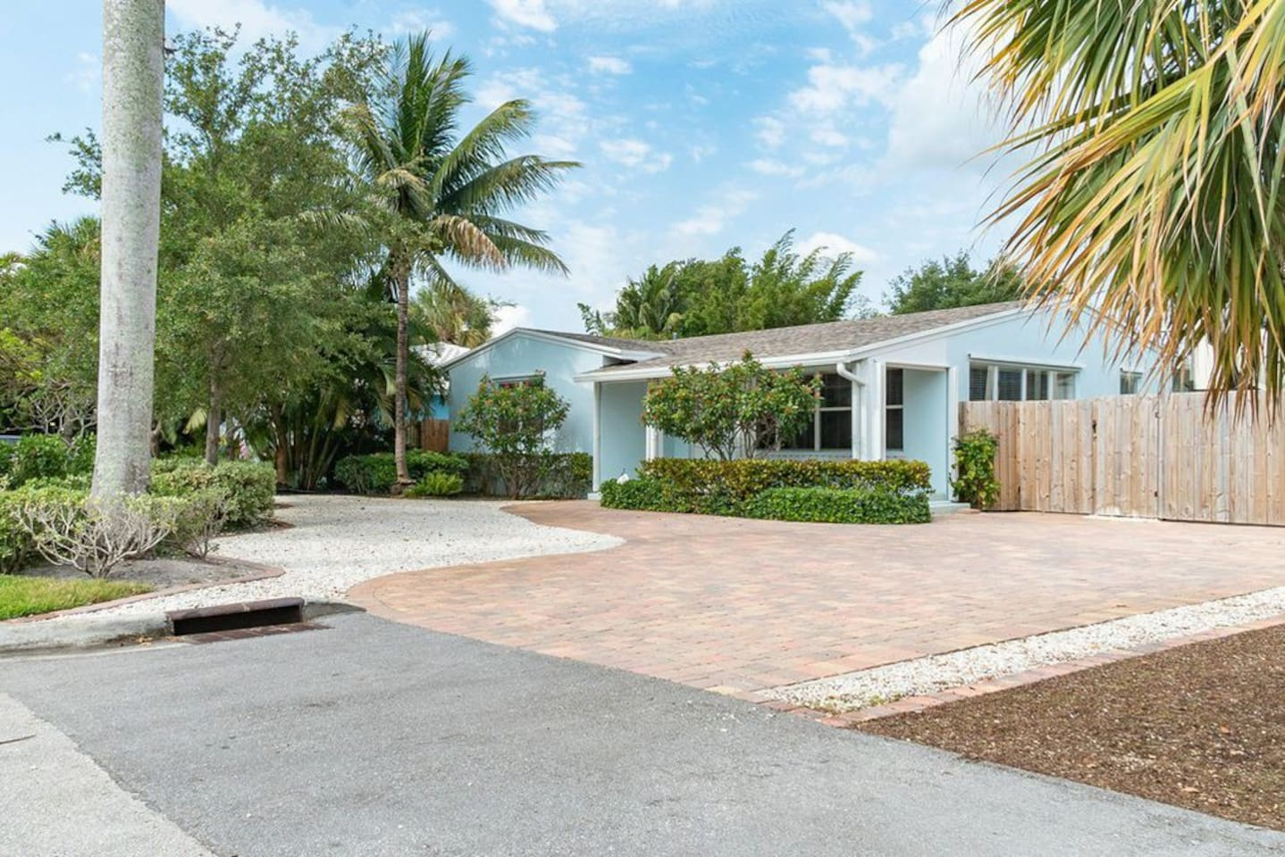 We love the curb appeal with the beautiful palms and large driveway.  Bring you RV or Boat and park it behind gates.  The boat ramp is right down the street.