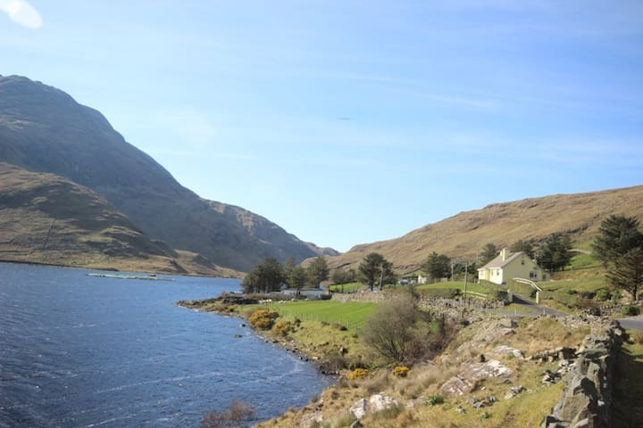 Lough Fee, Renvyle - Tully - Hus