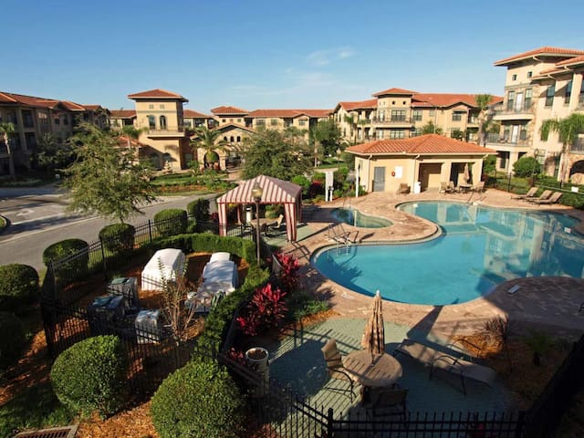 Bella Piazza 3/3 Condo property, fully furnished, with full kitchen, and all linens and towels - DAVENPORT
