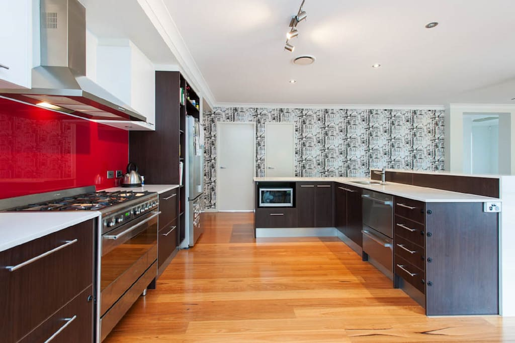 Large open plan kitchen with full amenities