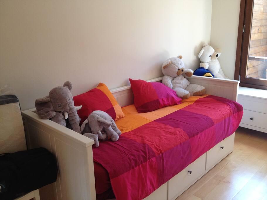 sleeping room, 2 beds
