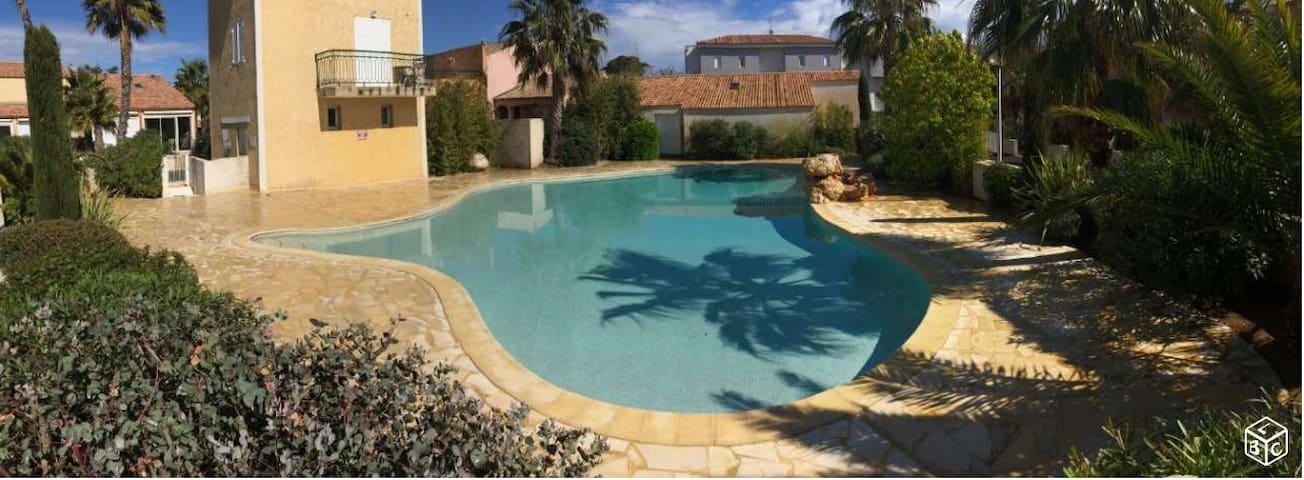 Maison proche mer avec piscine - Valras-Plage - House