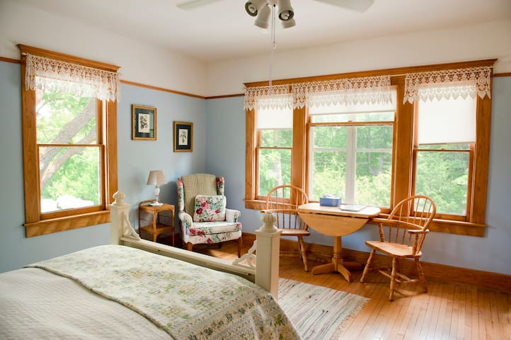 Snowbird Farm bed & breakfast