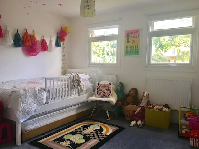 Large children's bedroom that can be converted into a twin or double bedroom