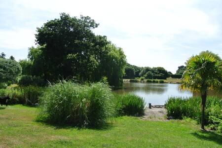 Northlands Chalet One & Lakes - Chichester