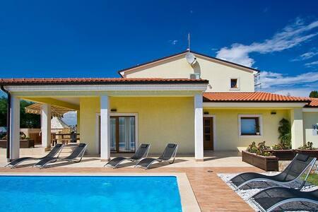 Perfect family vacation!!!Villa Maggie!! - Šišan - Villa