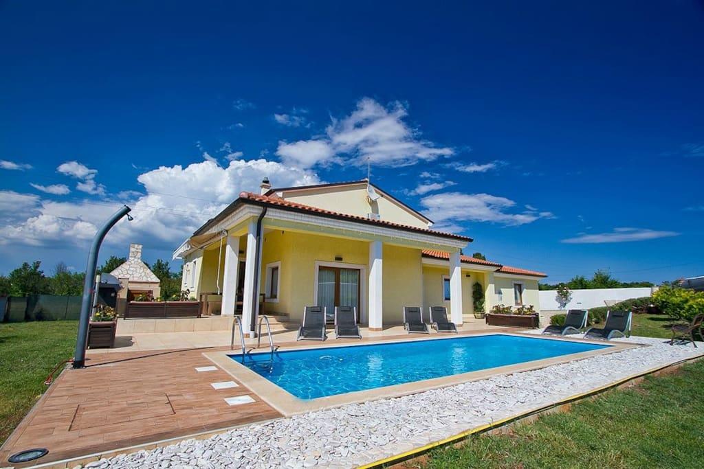 Villa and swimming pool