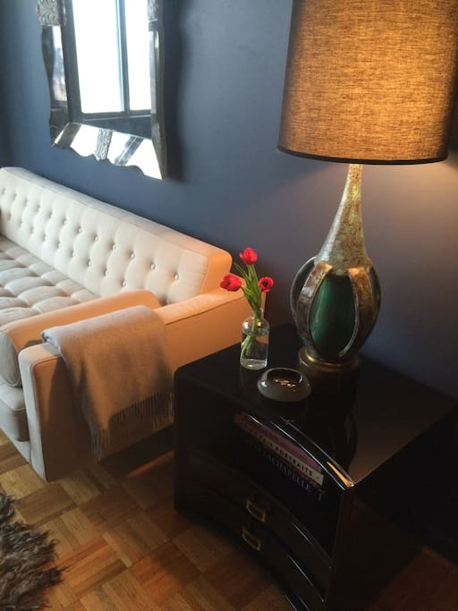 Living Room / End Table/Lamp/ Mirror