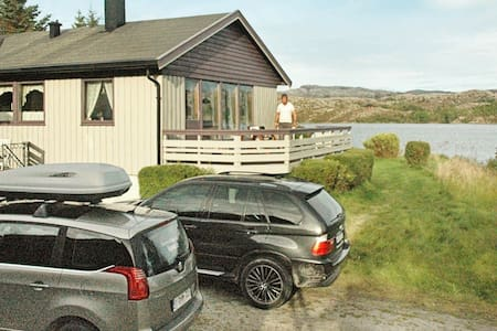 12 person holiday home in Kvenvær