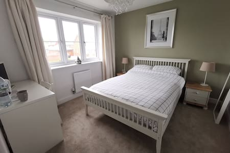 Double Room and Private Bathroom in Wokingham