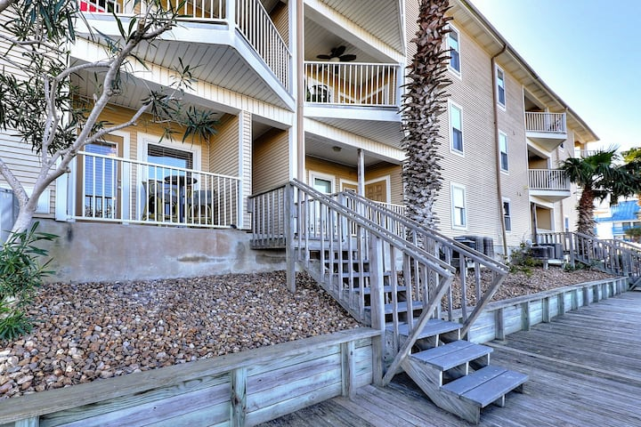 Bayfront condo with a shared pool - near beaches & more!