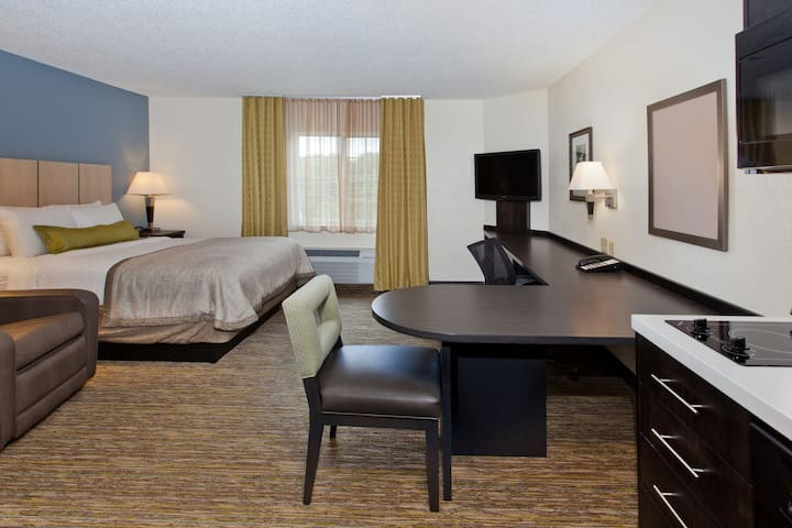 Candlewood Suites-Cleveland North Olmsted - North Olmsted - Apartment